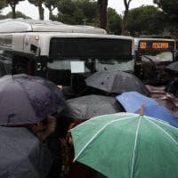 Caos metro A  a Roma, bus e navette presi d'assalto alla stazione Termini