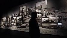 """Il muro del fotografo Pellegrin """"Penso anche con le mani""""  vd"""