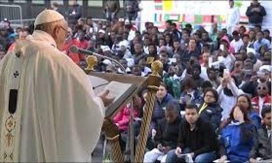 """Roma, Castelnuovo di Porto scatta la protesta pro-rifugiati: """"Restiamo umani, no alla chiusura del Cara"""""""