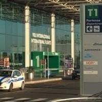 Fiumicino, passeggera partorisce in aeroporto: madre e bambino stanno bene