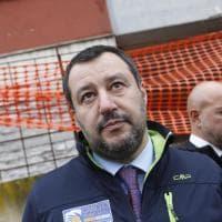 Salvini, sopralluogo a sorpresa all'ex Penicillina occupata. Gelo con la Raggi
