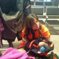 Fiumicino, passeggera partorisce in aeroporto. Il medico: