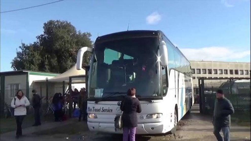 Cara Castelnuovo di Porto, rabbia e proteste: ancora trasferimenti