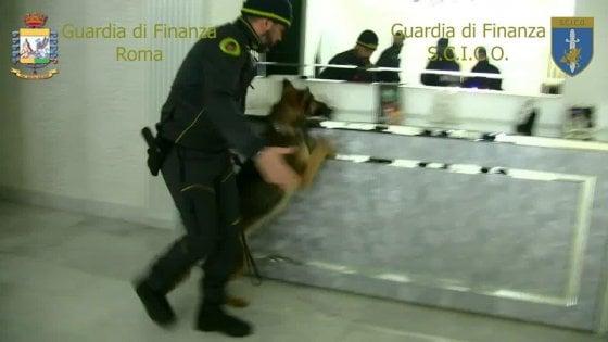 """Droga a Roma, blitz della Gdf: tra 5 arrestati c'è anche un Casamonica . """"Aveva contatti con Narcos"""""""