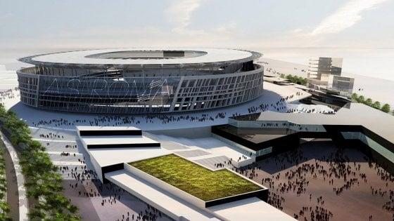 """Stadio della Roma, Raggi: """"Si farà, possibile apertura cantieri entro l'anno"""". Politecnico: """"Sì subordinato, servono stazioni"""""""