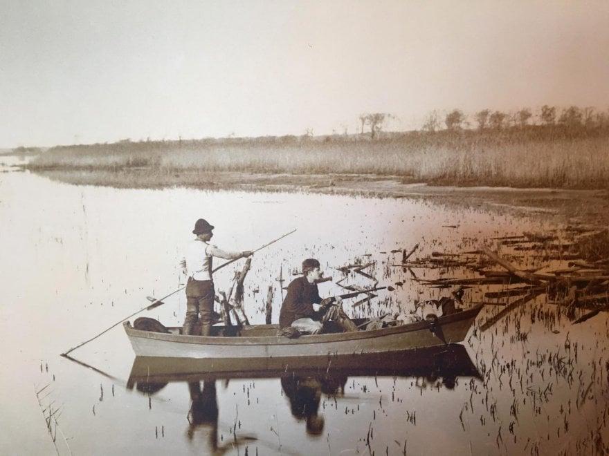 Battute di caccia, barca e teatro: l'ozio campestre dei Caetani nell'album di famiglia