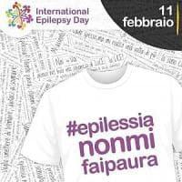 Roma, per la giornata epilessia, la Barcaccia diventa 'viola'