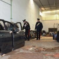 Riciclavano auto di lusso: sequestrato un capannone a Pomezia