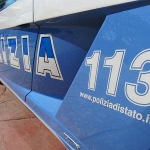Roma, sguardo di troppo a una ragazza: 20enne accoltellato in piazza Barberini. Due arresti