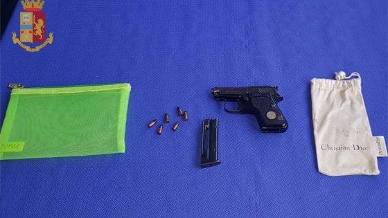 """Roma, turista in visita al Tempio dei Mormoni con una pistola in borsa: """"Temevo di essere rapinata"""""""