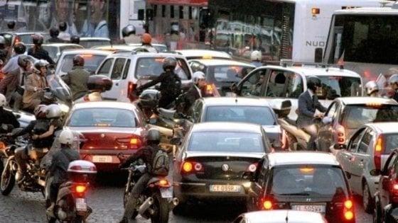 Roma record nel traffico 254 le ore perse al volante