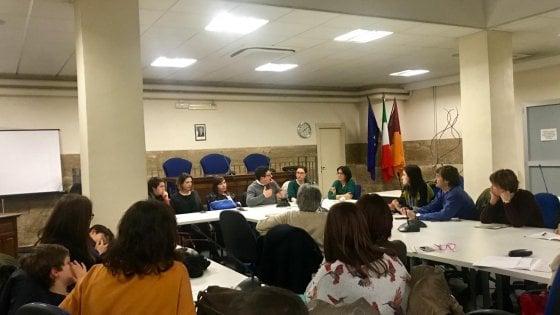 """Migranti, """"Aiutiamoli a casa nostra"""": parte il progetto con 60 famiglie romane che hanno aperto le porte"""