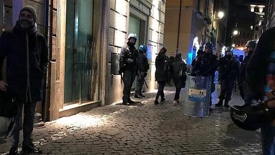 Roma, assalto ai tifosi del Siviglia Accoltellati in tre, uno è grave