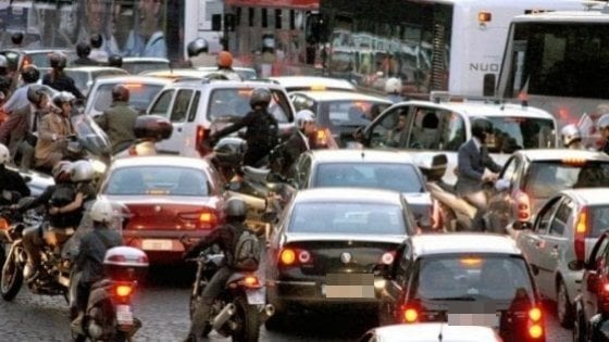 Roma, stop alle auto diesel Euro 3 da novembre all'interno dell'anello ferroviario