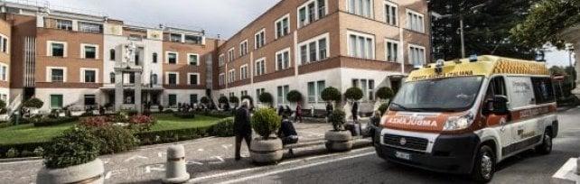 Ospedale San Pietro, riaprono 200 posti letto chiusi per incendio. Pronto soccorso inagibile