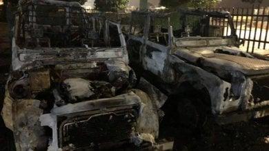 """Ponte Galeria, a fuoco 5 mezzi di soccorso  """"Gesto vile, torneremo subito al lavoro"""""""