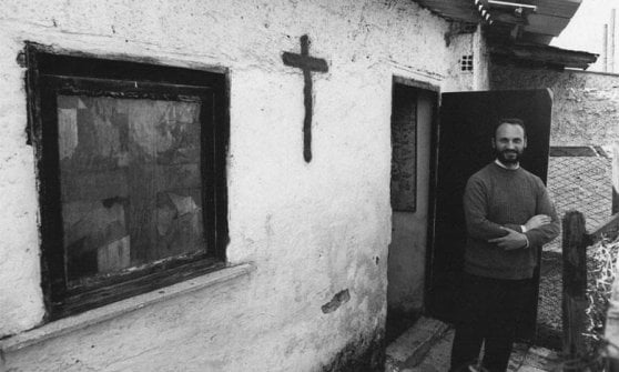 Muore don Sardelli, il parroco delle borgate allievo di don Milani