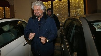 """Show di Beppe Grillo al teatro Brancaccio: """"I rifiuti? Pinuccia Montanari è un'eroina"""""""