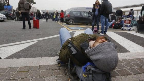 Roma |  Ciampino resta chiuso  Voli dirottati su Fiumicino