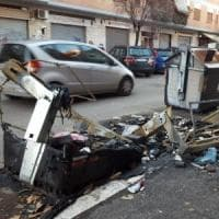 Roma, fermato piromane dei cassonetti: