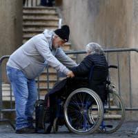 Emergenza casa a Roma, tre donne si incatenano sulla scalinata del Campidoglio