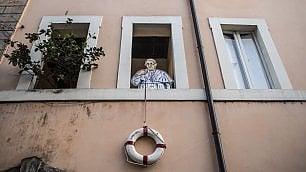 Il salvagente del Papa  è la street art di Maupal