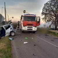 Grave incidente sulla Pontina, auto prende fuoco: due morti