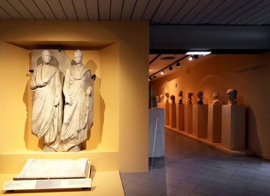Roma, l'antico rilievo funerario di Eurisace e Atistia restaurato alla Centrale Montemartini dall'1 marzo