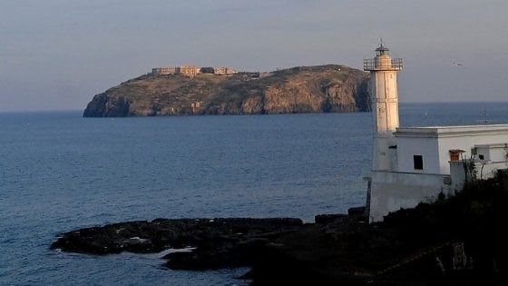 Isola di Santo Stefano, trovato cadavere in mare