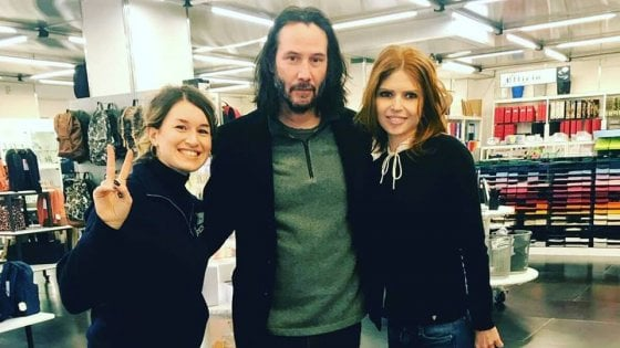 Keanu Reeves a Roma fa shopping nel negozio di belle arti