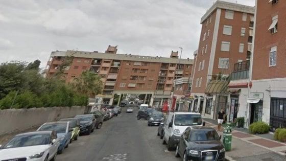 Roma, scontro tra due auto, donna travolta e uccisa sul marciapiede