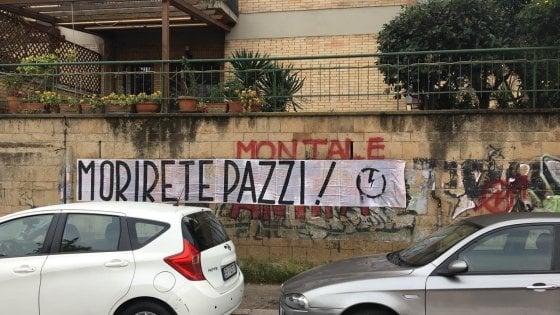 Roma, striscione di blocco studentesco contro l'Anpi davanti al liceo Montale