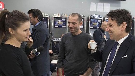 """Roma, il premier Conte """"testimonial"""" al Roxy Bar: """"Qui un buon caffè"""""""
