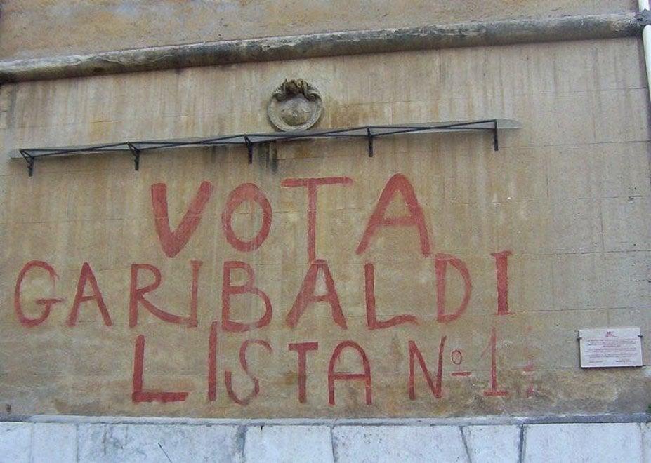 """Roma, il Comune cancella la scritta storica """"Vota Garibaldi"""" alla Garbatella. Ciaccheri: """"Memoria sfregiata"""""""