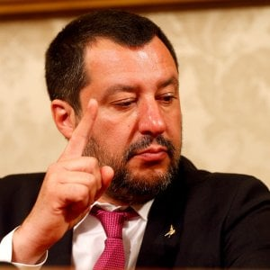 Roma, incontro Salvini-Raggi: fondo Uefa per risarcire danni di ultras