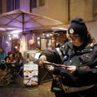 Roma, Campo de' Fiori, blitz in piazza: sono irregolari 15 locali su 17