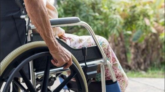 Roma, abusi sessuali su un'anziana in una casa di riposo a Casal Palocco: arrestato un operatore