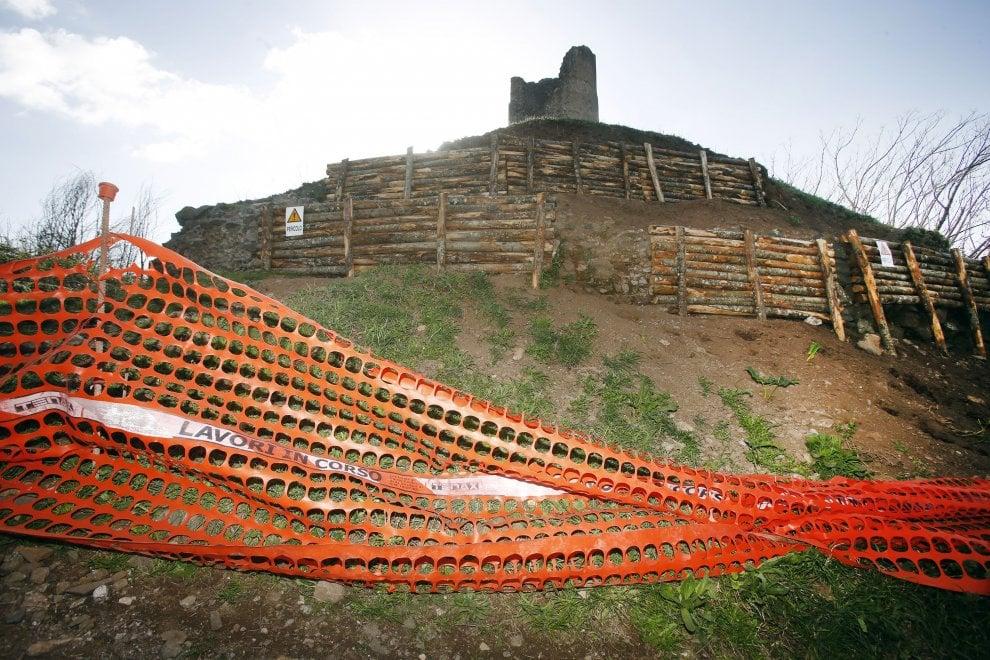 Appia Antica, cede la collina con il tumulo dei Curiazi: transennata l'area