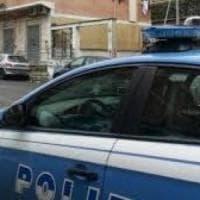 Roma, portato in commissariato sfonda parete a testate