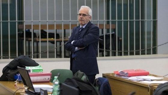 Rifiuti Roma, rinviato a giudizio Fiscon ex ad dell'Ama per i cassonetti gialli