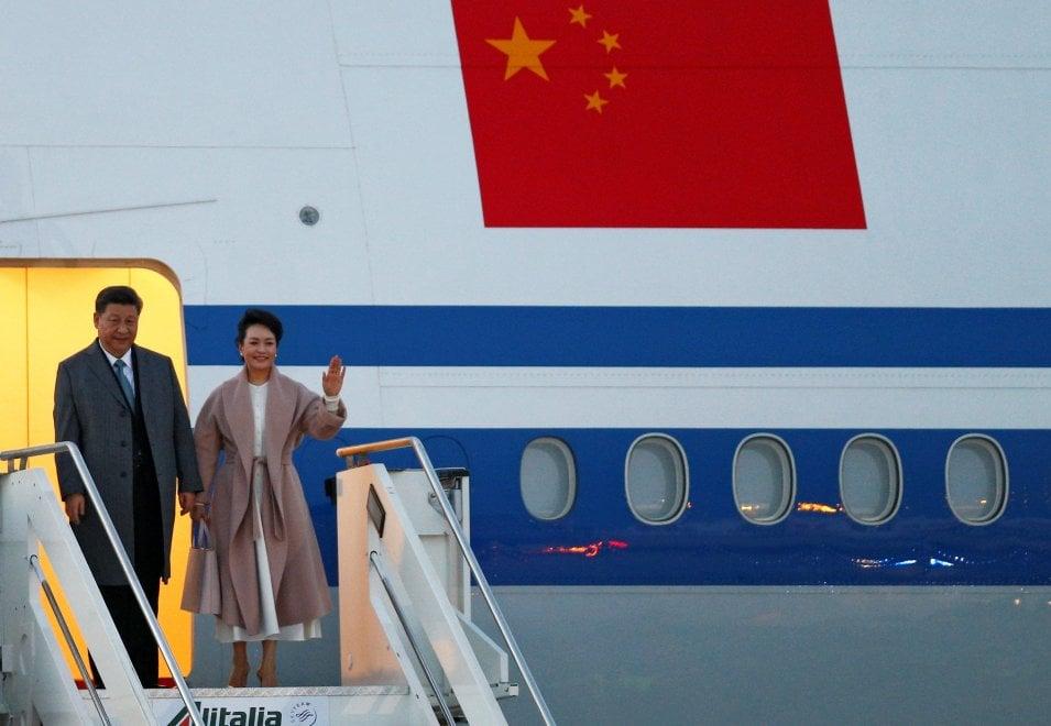 Roma, l'arrivo a Fiumicino del presidente cinese Xi Jinping