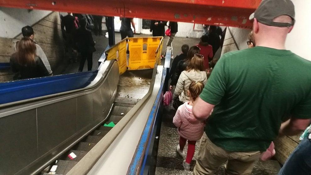 Metro A, a stazione Flaminio rotte tre scale mobili su tre