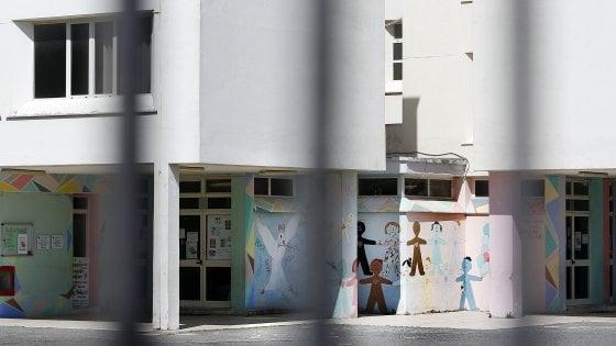 Roma, schiaffi e punizioni ai bimbi: sospeso maestro di una scuola materna