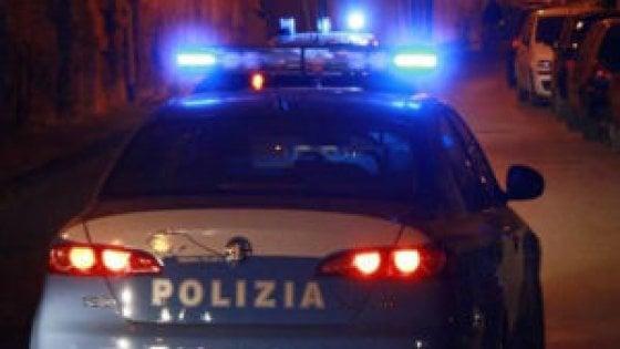 Roma, in 50 si affrontano armati di bastoni: maxi rissa davanti a pub