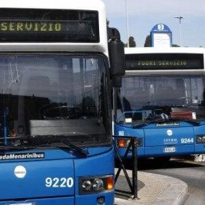 Roma, spari da arma ad aria compressa contro un bus: vetro danneggiato