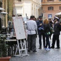 Roma, tavolini sulle strisce blu: vittoria dei ristoratori. In Centro cresce il caos