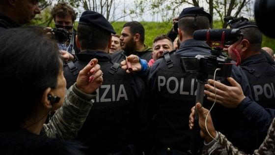 """La rivolta di Torre Maura contro i rom: la procura di Roma indaga per odio razziale. Salvini: """"No a scaricabarile"""""""