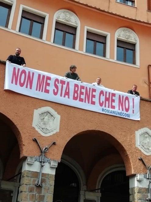 """""""Non me sta bene che no"""" sulla facciata del III Municipio"""