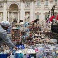 Roma,  bancarelle dimezzate: accordo Comune-Regione.