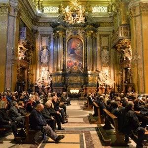 Roma, preghiera e musica elettronica nella chiesa di piazza del Gesù: la svolta dei gesuiti